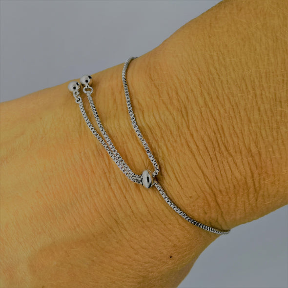 showing friendship clasp mechanism on bracelet