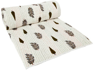 FIRA Kantha Quilt in Henna and White (medium)