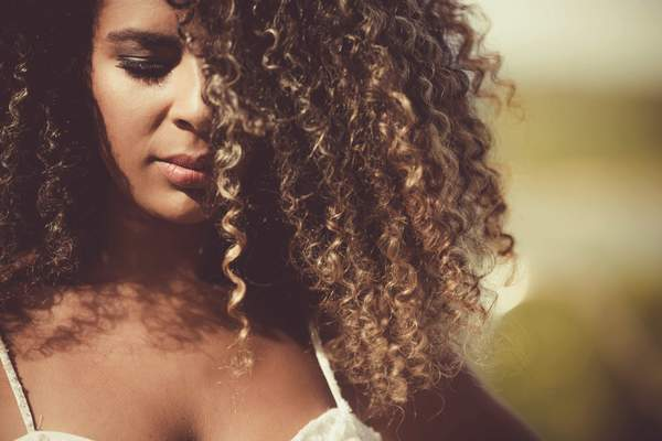 Tips for Transitioning From Chemically Relaxed Hair to Natural Curls