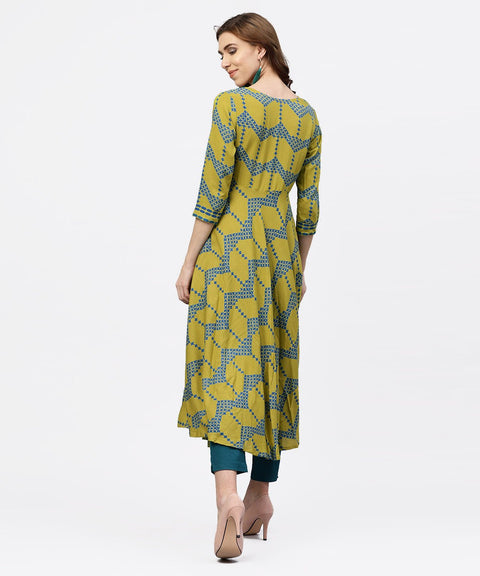 Green printed 3/4 sleeves kurta with Front Yoke and Round Neck