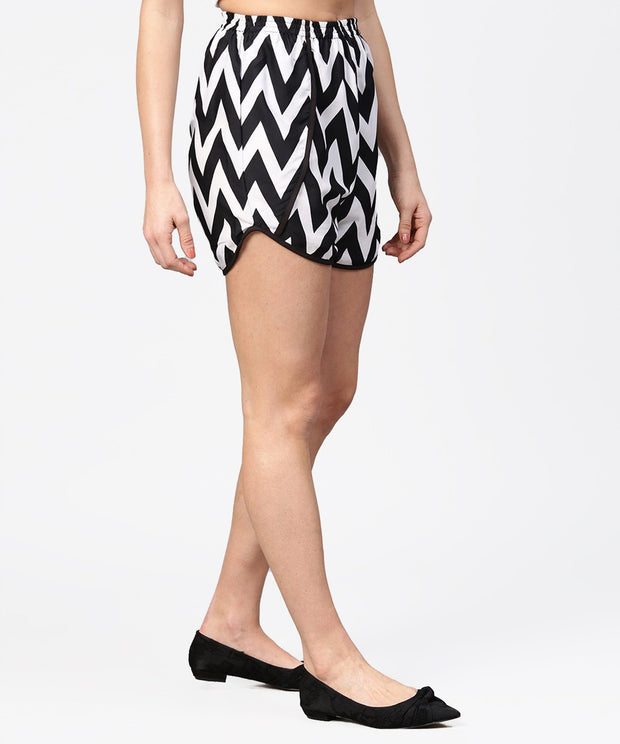 Black & white zig zag printed shorts