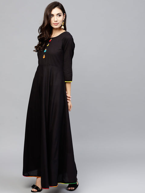 Black maxi dress with with round neck and 3/4 sleeves