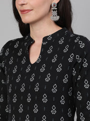 Women Black Calf Length Three-Quarter Sleeves Straight Geometric Printed Cotton Kurta with pockets And Face Mask
