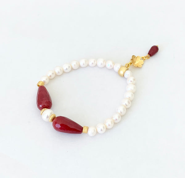 RED JADE AND PEARL BRACELET