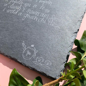 Square Slate - Mae yma le i bopeth / There is a place for everything