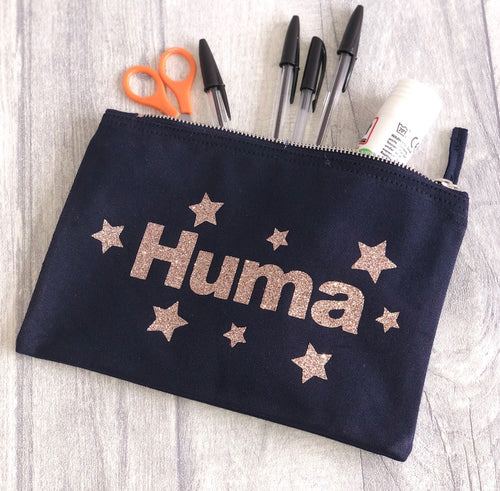 Stunning make up bag, perfect to fit in your make up pieces from foundations, eyebrow pencil, eyeliner, mascara, contour kit, highlighter, blushers and eyeshadows. Our make up bags can fit so much in