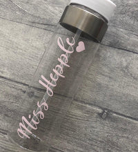 A personalised gift for a school teacher. 750ml water bottle. Pink or blue glitter sparkly text. A perfect gift for someone that loves sparkly things and personalised presents