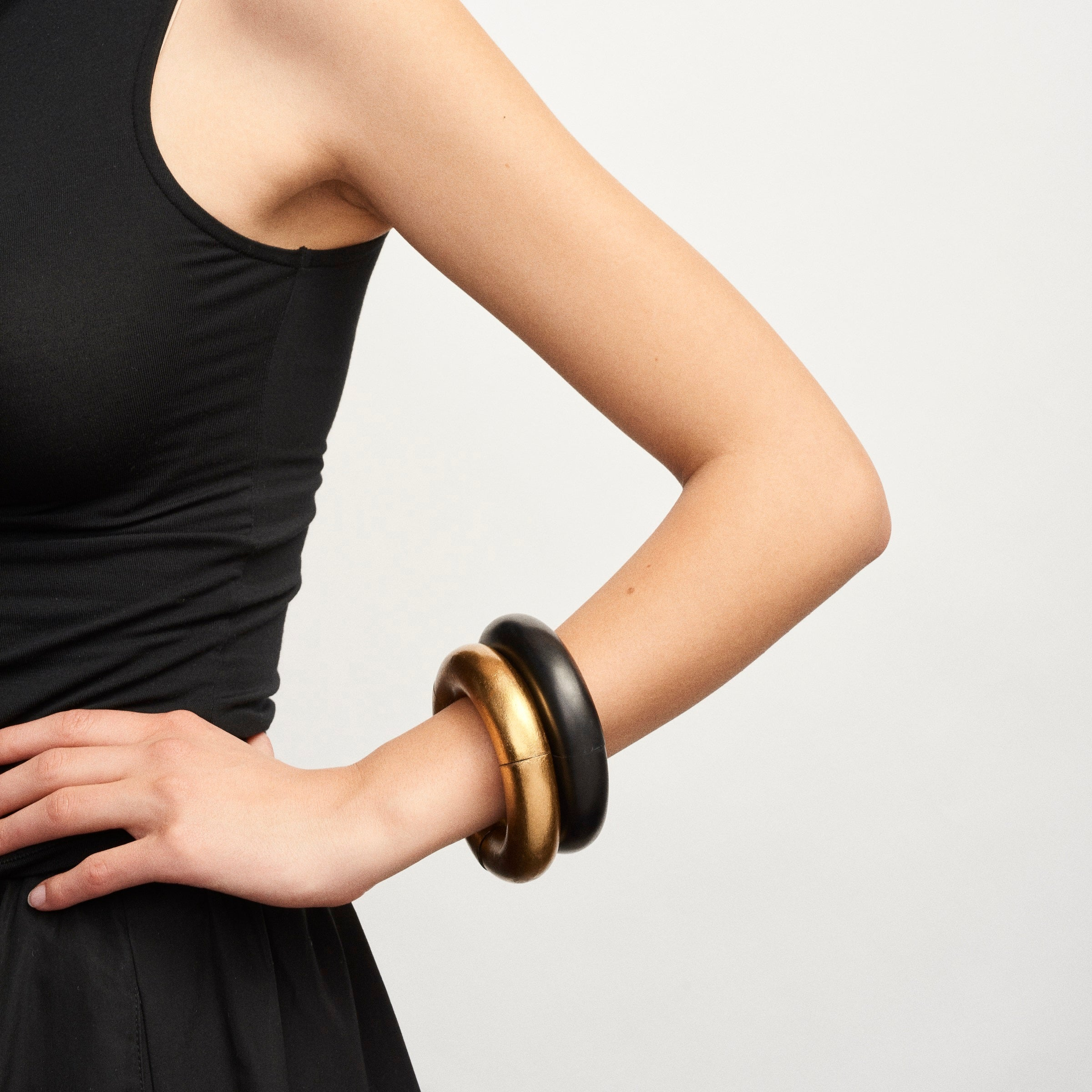 Samara bracelet in ebony and gold foil
