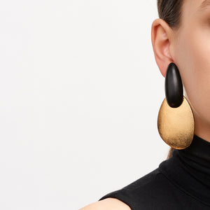 Earring in ebony and gold foil