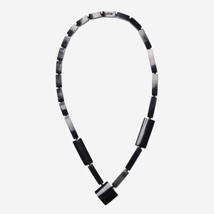 Long necklace in black horn