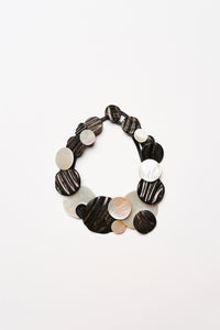 Puglia necklace in horn, mother of pearl and leather