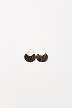 Load image into Gallery viewer, Padova earclips in horn and mother of pearl