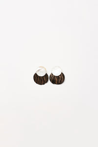 Padova earclips in horn and mother of pearl