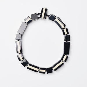 Anne necklace in black and white polyester