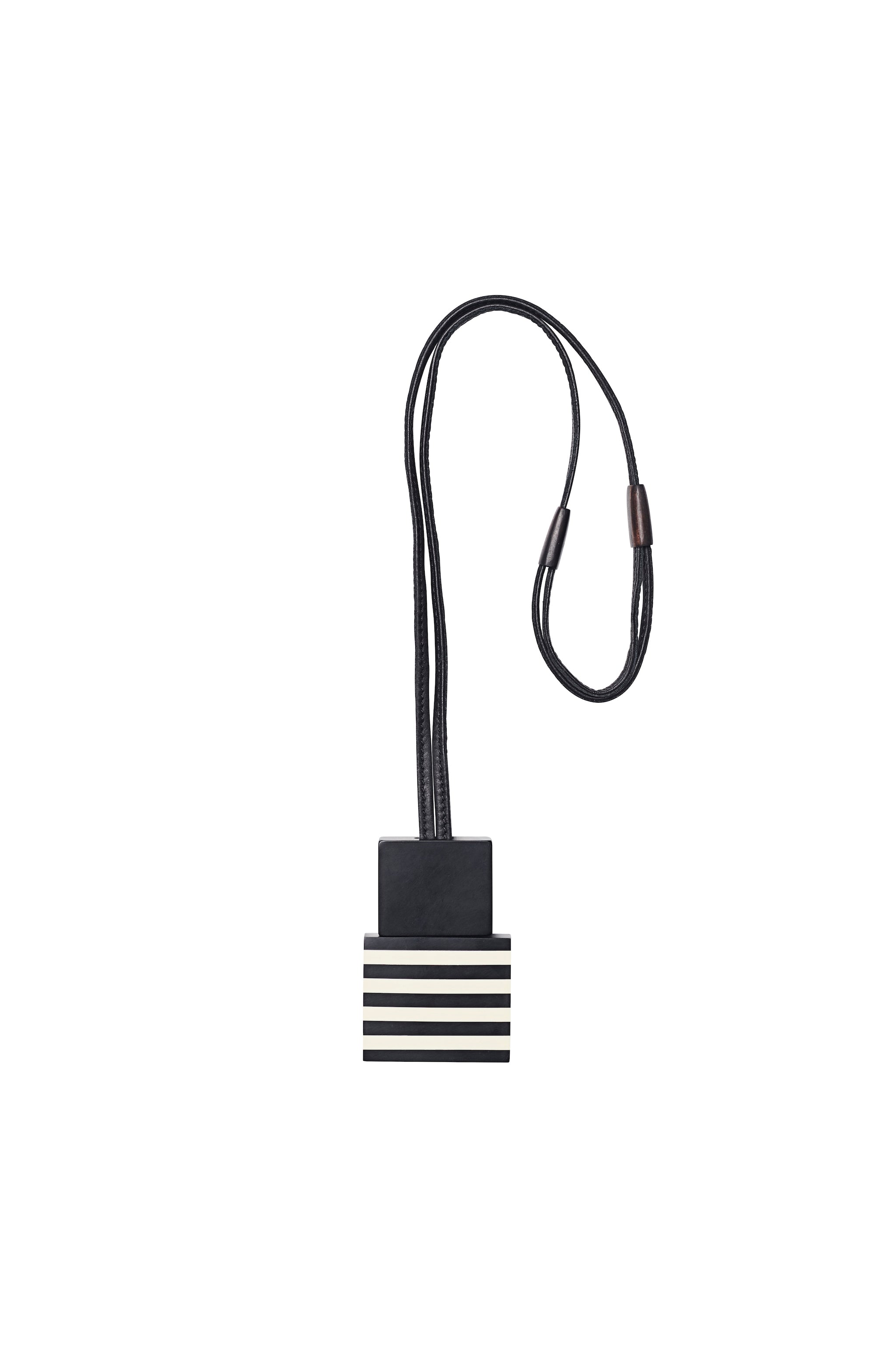 Pendant in black and white polyester