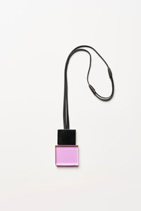 Pendant in purple and black polyester