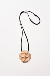 Brindisi pendant in acacia and leather
