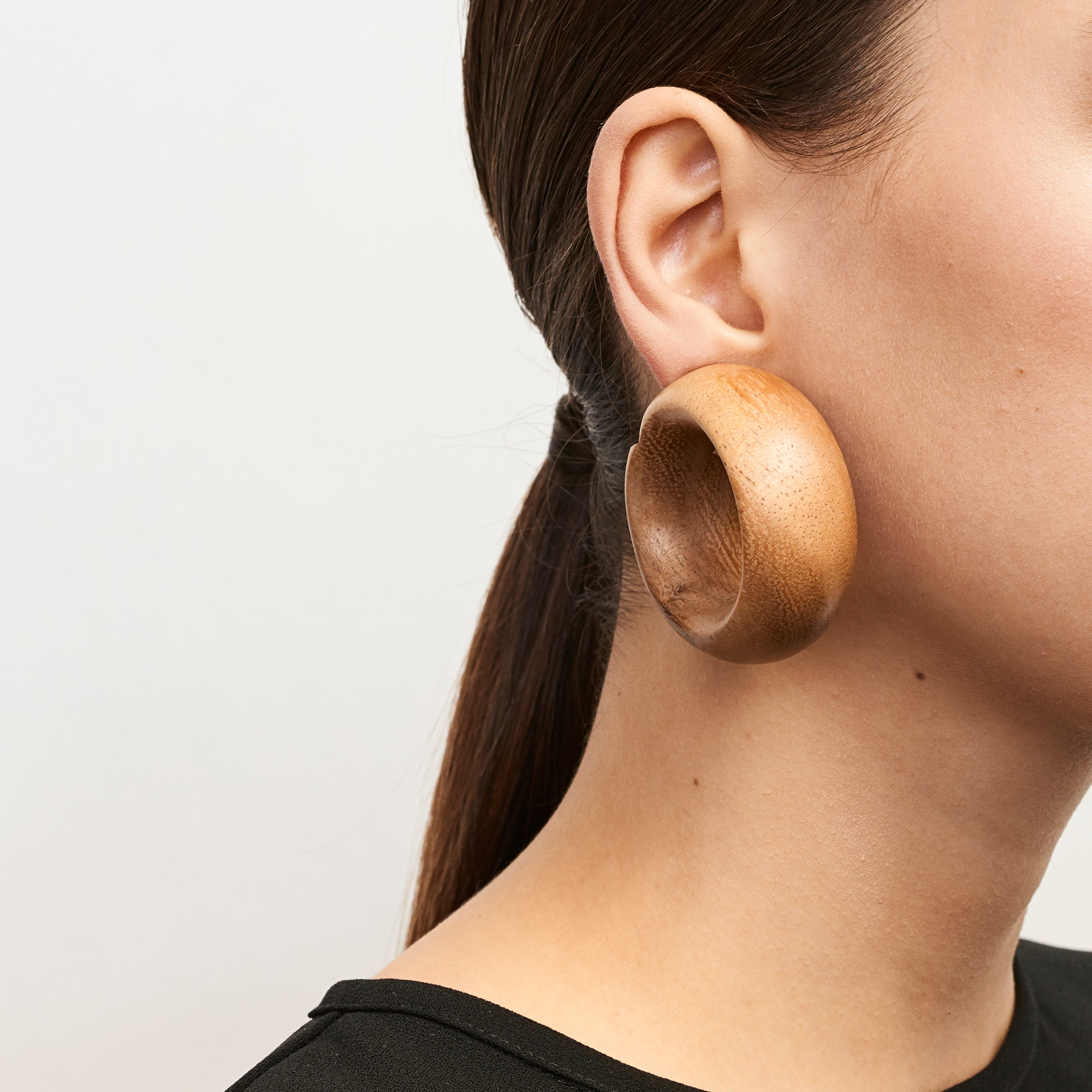 Vicenza earclips in acacia