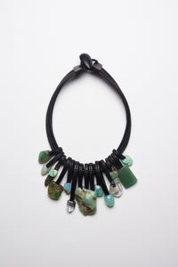 Necklace in leather and chrysoprase