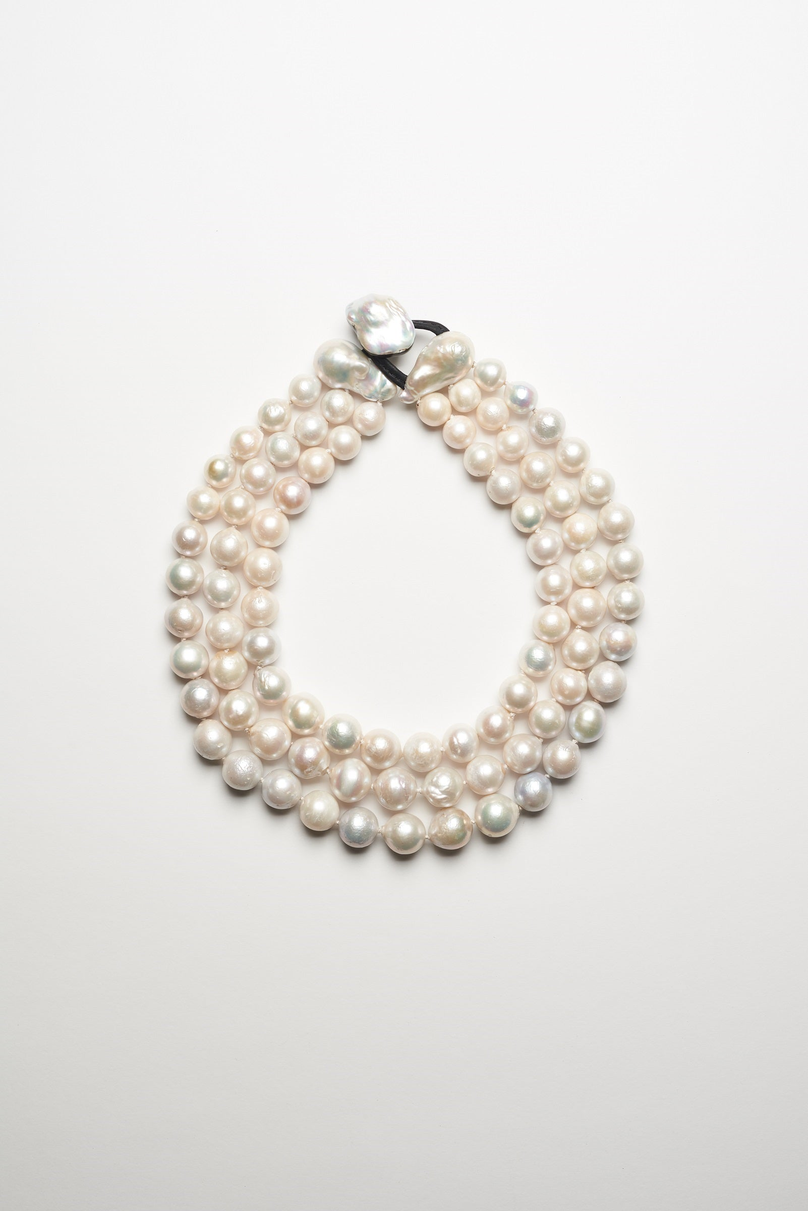 Necklace in fresh water pearls - 3 rows