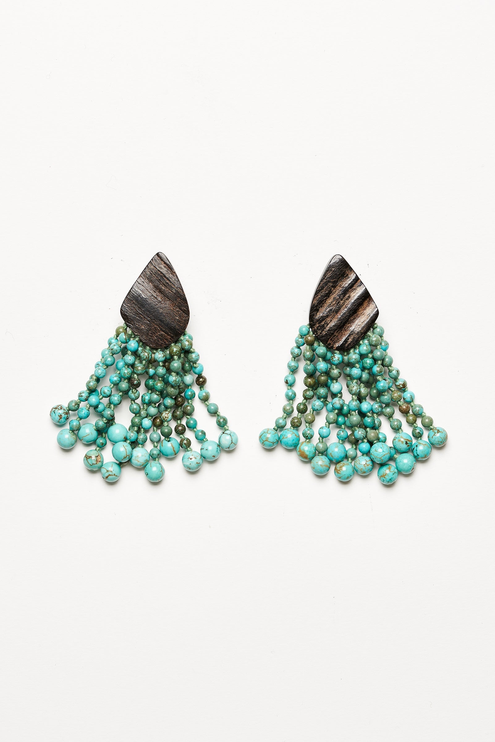Earrings in turquoise and horn