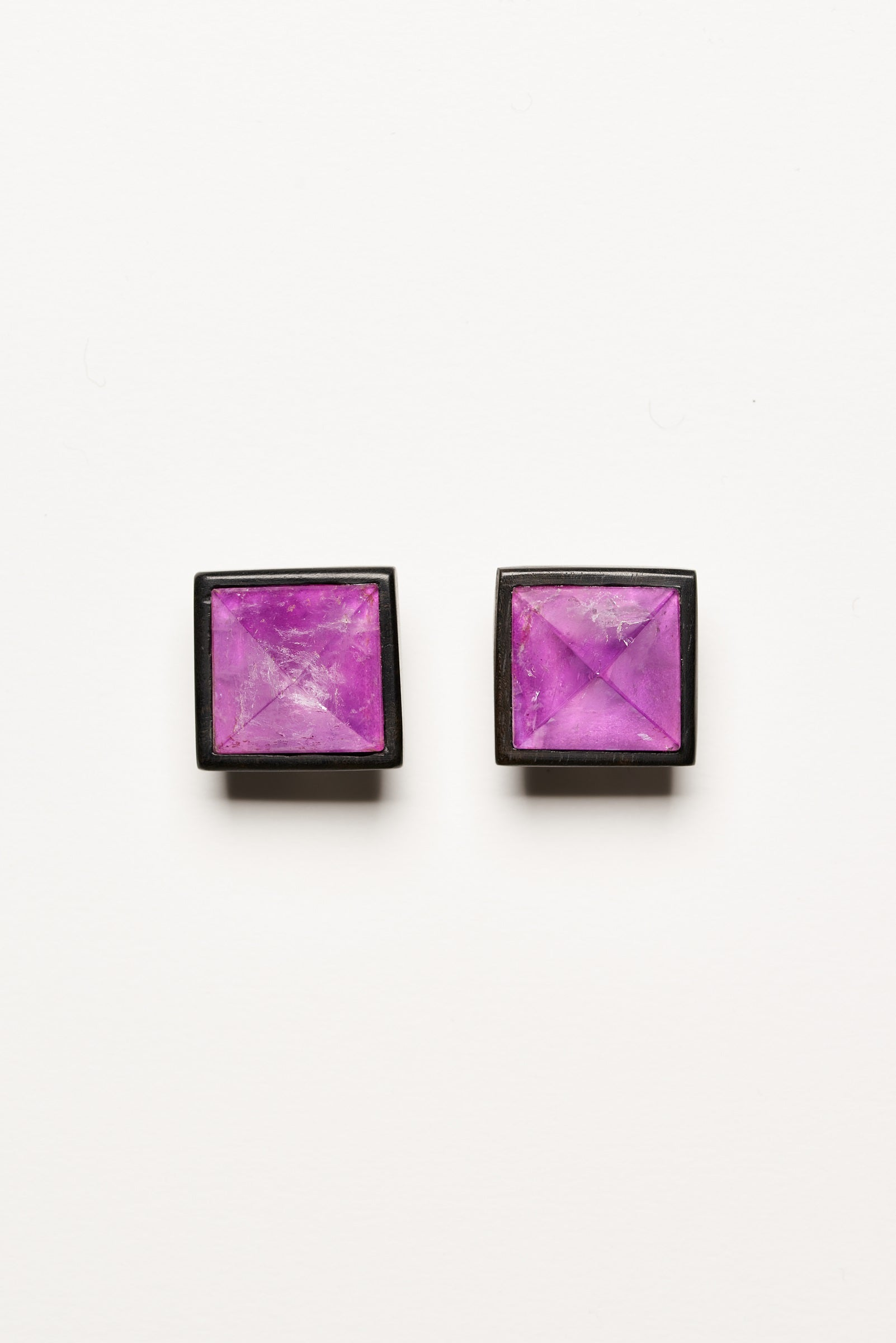 Earclips in amethyst and ebony