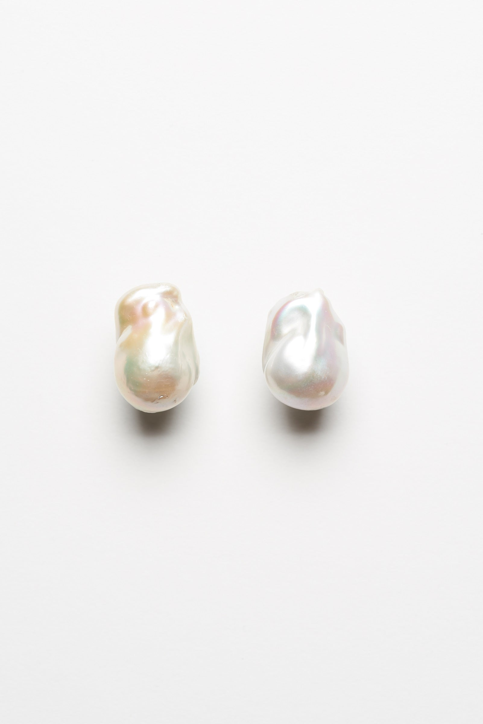 Earclips in fresh water pearls - single