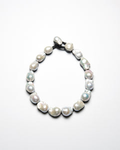 Necklace in pearl and horn