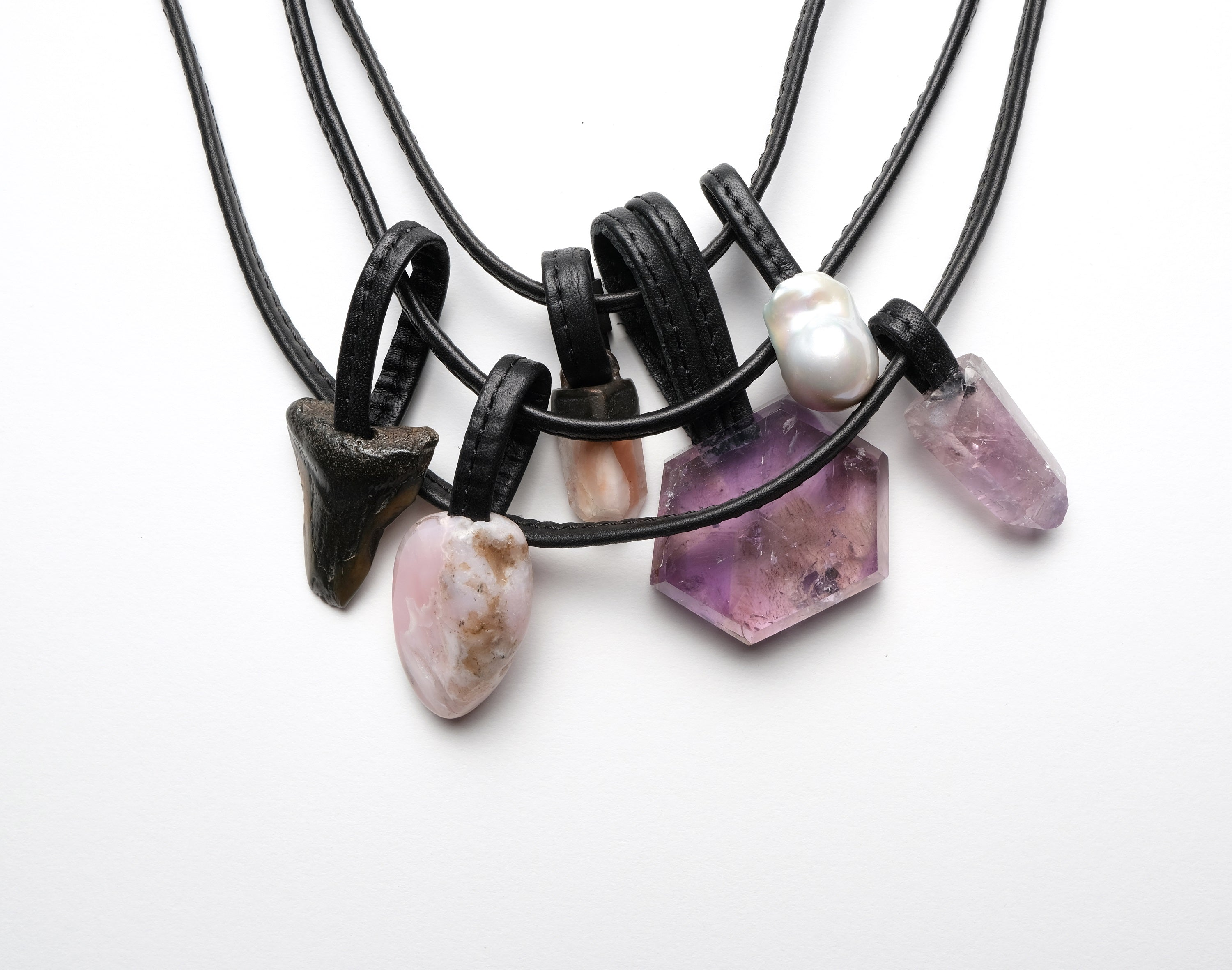 Necklace in amethyst and opal