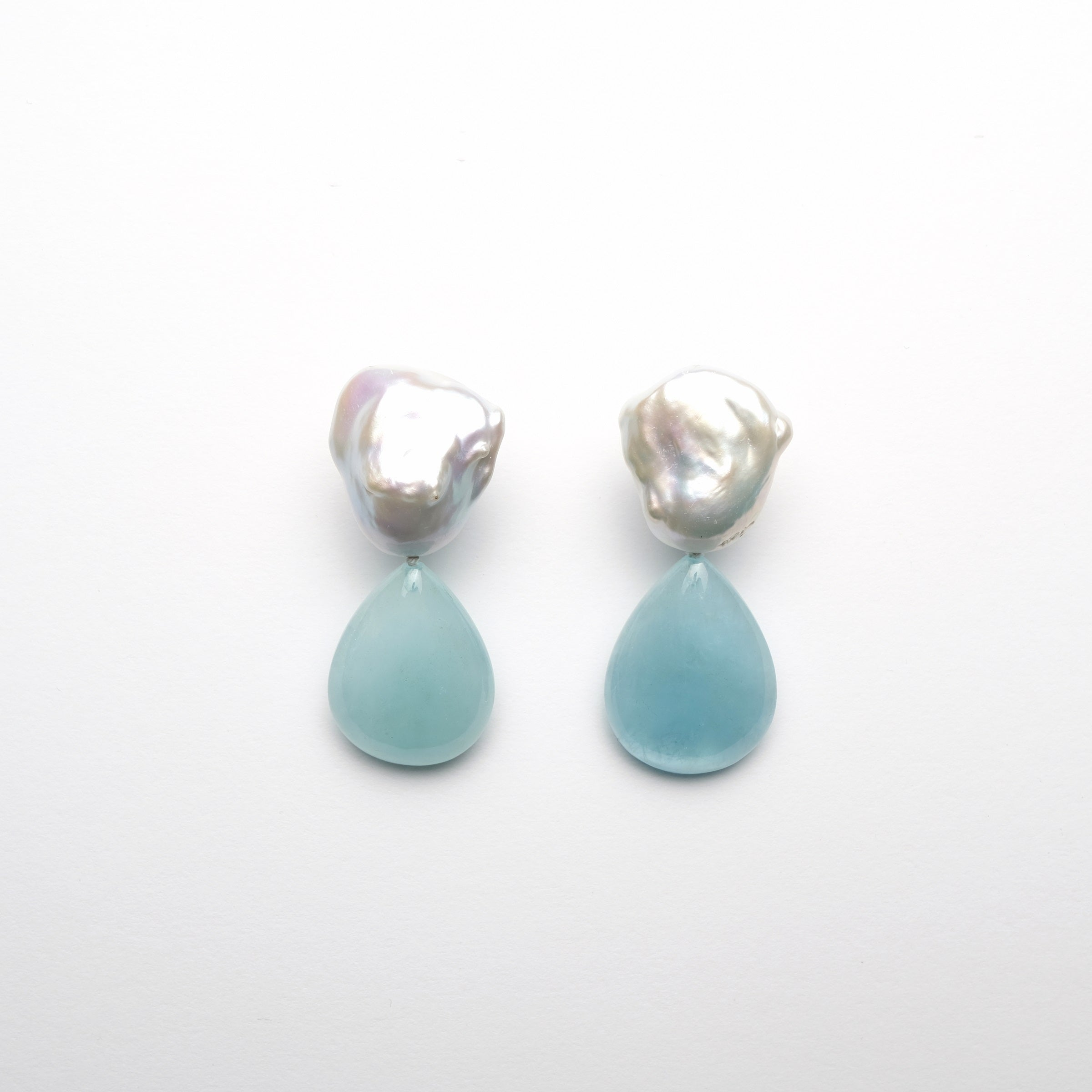 Earclips in baroque pearls and aquamarine