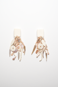 Earrings in bone and pearls