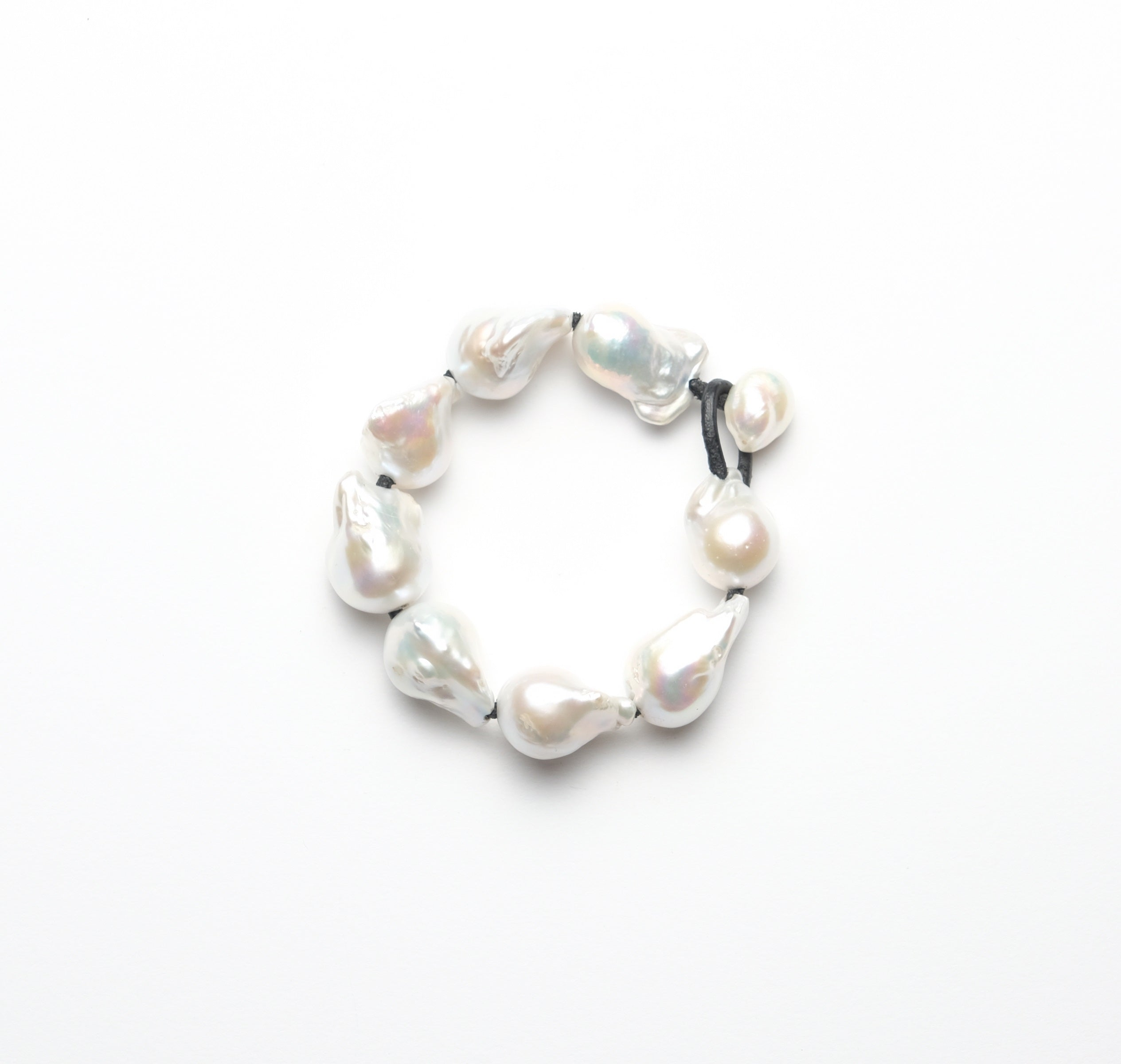 Bracelet in baroque freshwater pearls