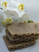 Load image into Gallery viewer, Honey & Oats Soap