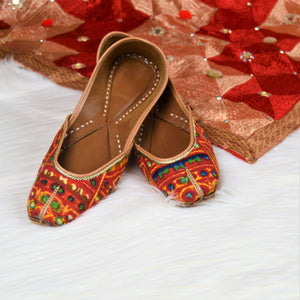 Kesariya - Orange Jutti with beautiful patterns