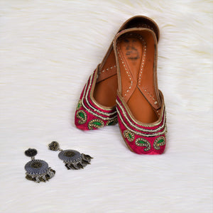 Nazakat - Hot Pink Jutti with green thread work