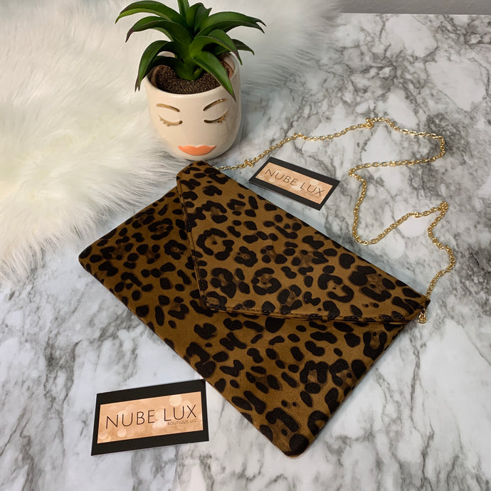 CHEETAH PRINT ENVELOPE CLUTH WITH GOLD CHAIN