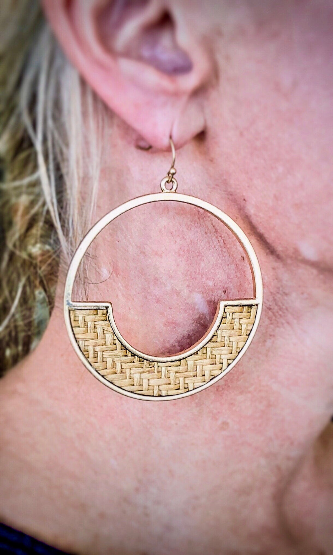 Round Dangle Hoop With Straw Accent