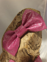 Load image into Gallery viewer, Fuchsia Glitter Bow