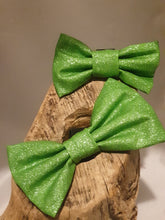 Load image into Gallery viewer, Green Glitter Bow