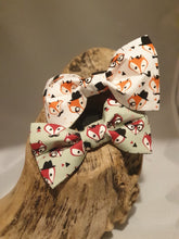 Load image into Gallery viewer, Green Fox Bow Tie