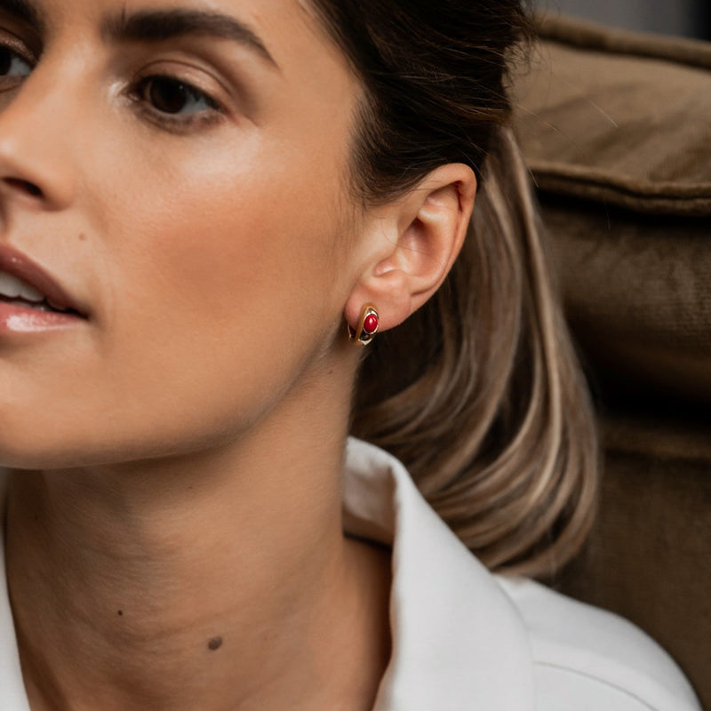 TI SENTO - Milano Earrings 7816CR in use