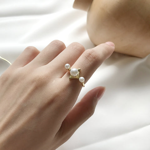 Abstract Pearl Ring Gold