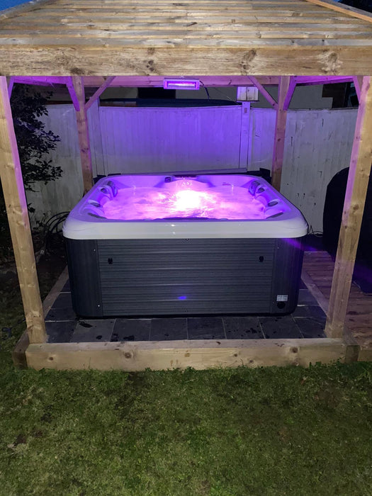 Jaime Hot Tub Spa 1 Lounger 4 Seats Bluetooth Stereo R10 Call to order: 07809107843