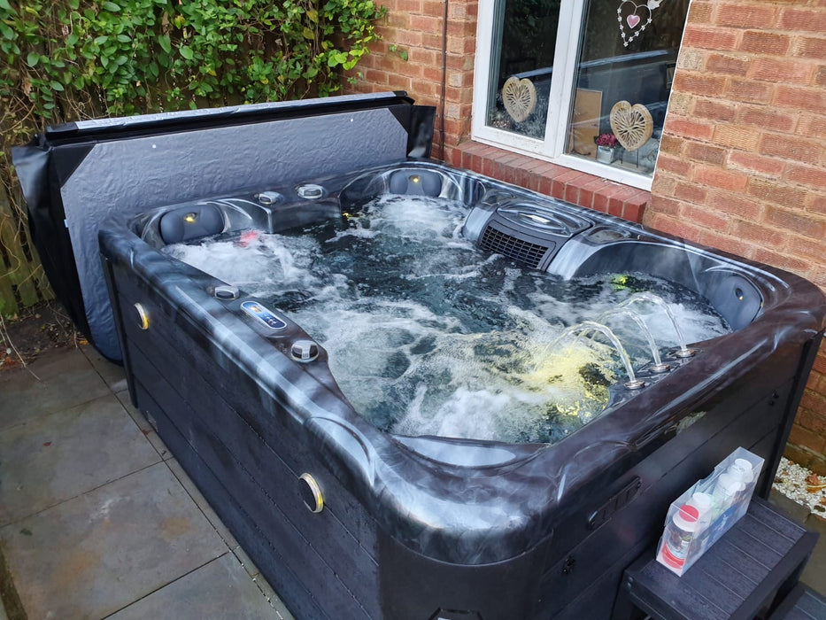 Davos Hot Tub Spa 1 Lounger 5 Seats Bluetooth Stereo Call to order: 07809107843