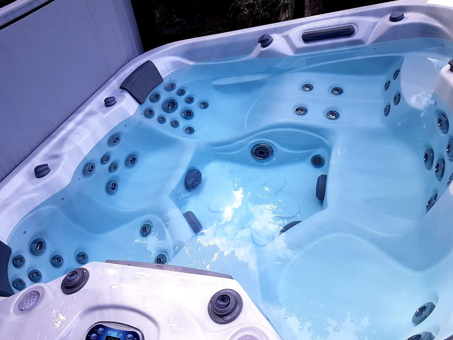 Joffrey Spa Hot Tub 2 Pumps 1 lounger 5 Seats R10 Call to order: 07809107843