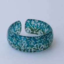 Load image into Gallery viewer, CARNATION BANGLE