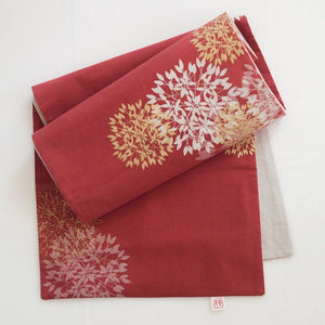 RED FLOWERBALL TABLE RUNNER