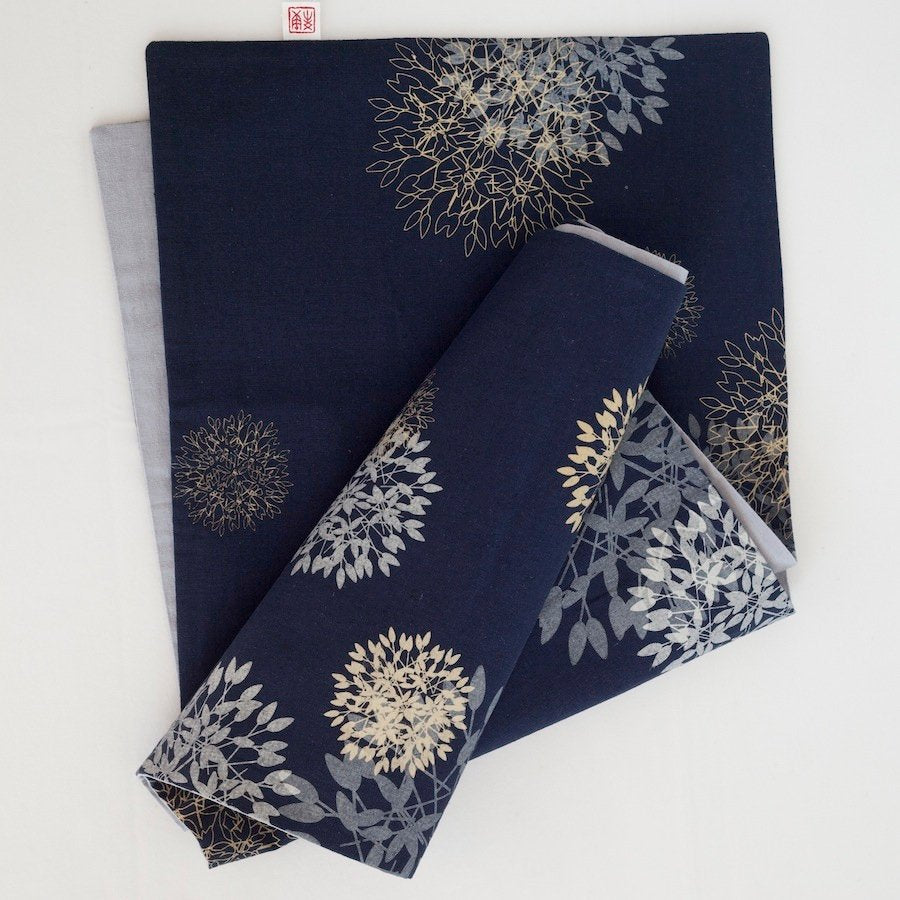 BLUE FLOWERBALL TABLE RUNNER