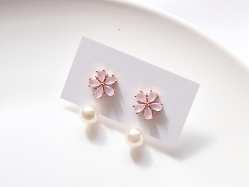 Pearl Clutch Blossom Earrings (Handmade in Korea)