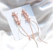 Load image into Gallery viewer, Wave Flower Earrings (Handmade in Korea)